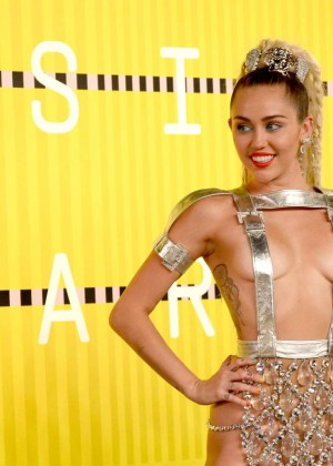 Miley Cyrus: 2015 MTV Video Music Awards in Los Angeles [adds]-51